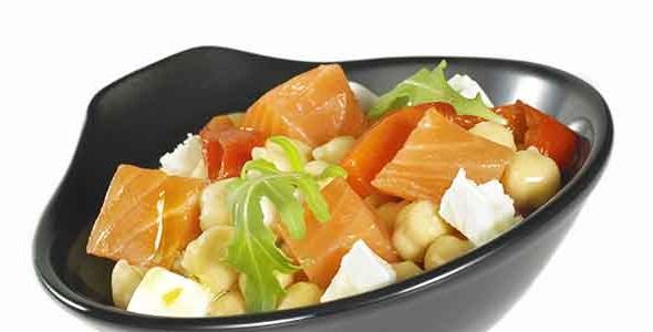 ensalada de garbanzos y salmón