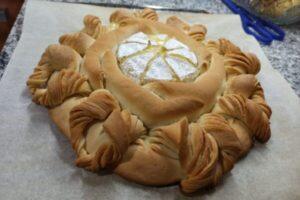 corona de pan de camembert