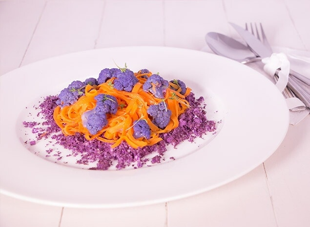 Cintas de zanahoria y coliflor al vapor con cuscús vegetal
